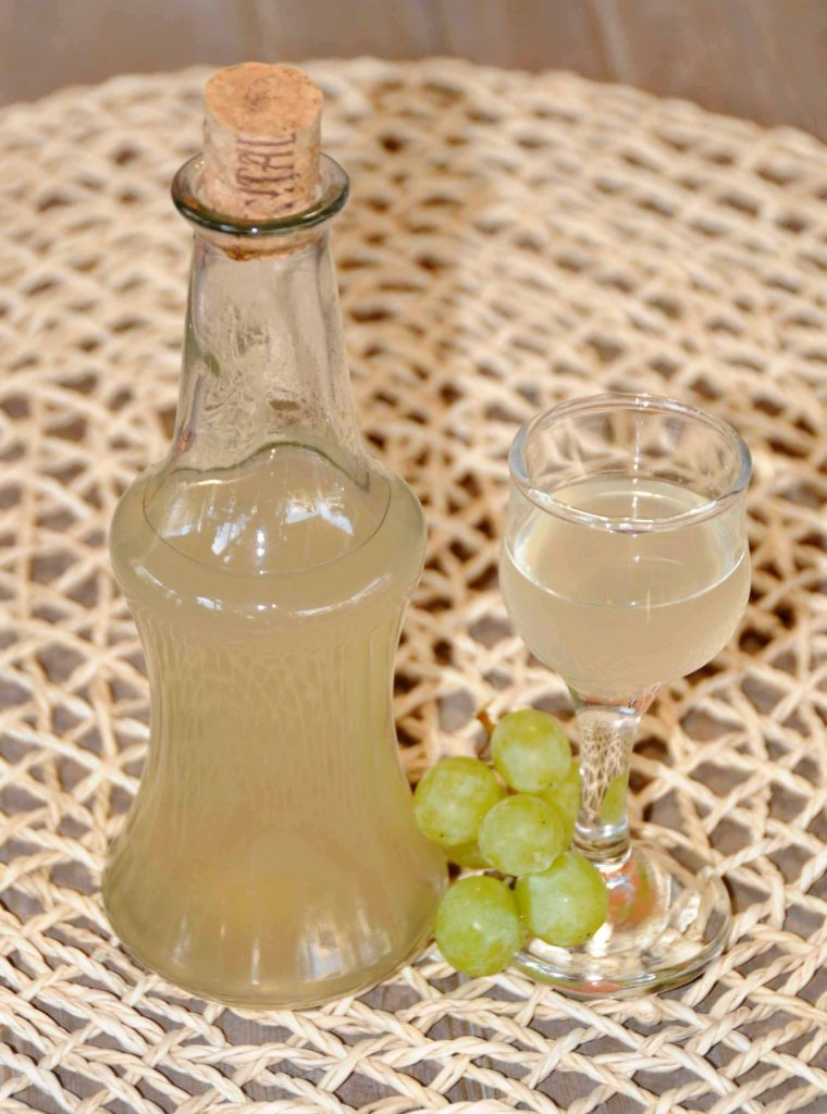 Homemade Liqueurs Green Seedless Grapes Liqueur _ Photo By Thanasis Bounas